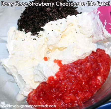 Berry Oreo Strawberry {No Bake} Cheesecake Recipe - Lovebugs and ...