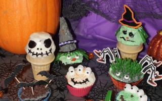 Monster Cupcakes {Alien, Skeleton, Pumpkin, Mummy and more 