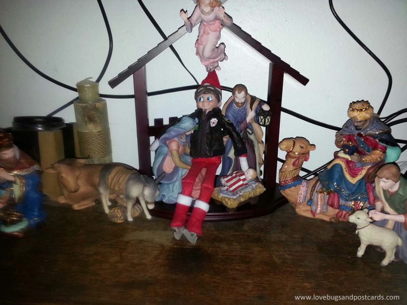 Elf on the Shelf Ideas - Elf in the Manger