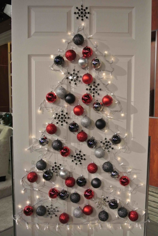 15 Christmas Wreath Ideas - Christmas Tree Door