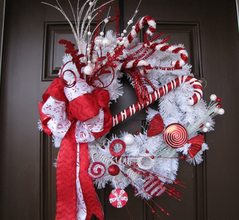 15 Christmas Wreath Ideas - Peppermint Wreath