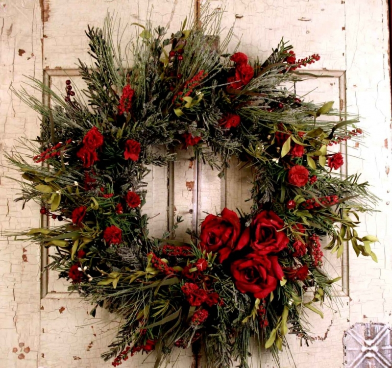 15 Christmas Wreath Ideas - Pine Rose Wreath