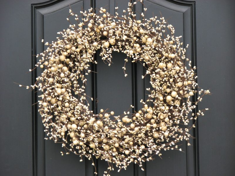 15 Christmas Wreath Ideas - White Berry Wreath