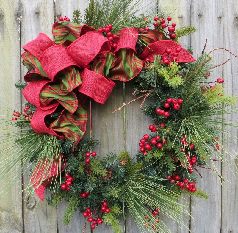 15 Christmas Wreath Ideas - Pine Wreath